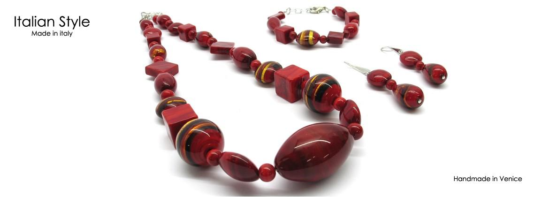 Parure in vetro di Murano Mod. Annamaria, con Collana (50 cm) in perle assortite (16 mm) Bracciale (21 cm) e Orecchini (4 cm) con perle assortite (16 mm)